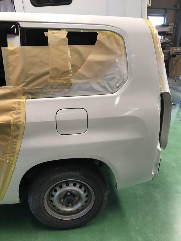 泉大津市 トヨタプロボックス リヤフェンダー鈑金塗装