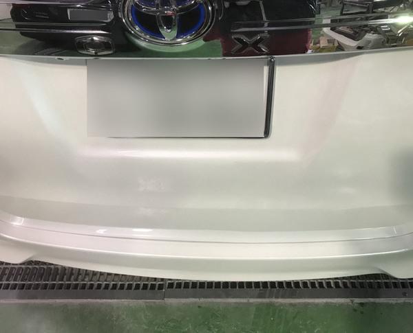 和泉市 トヨタ ヴォクシー トランクカバー・リヤバンパー鈑金塗装